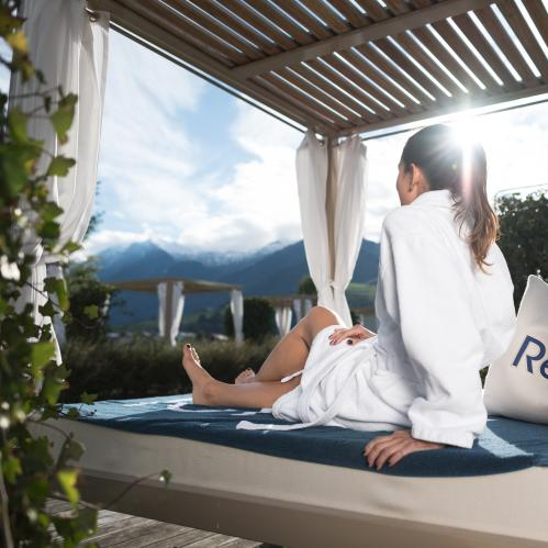 Relax! One Day holiday with outdoor lounge at the TAUERN SPA | © TAUERN SPA Zell am See - Kaprun