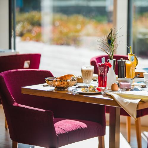 Breakfast in the hotel restaurant Lichtblick | © TAUERN SPA Zell am See - Kaprun