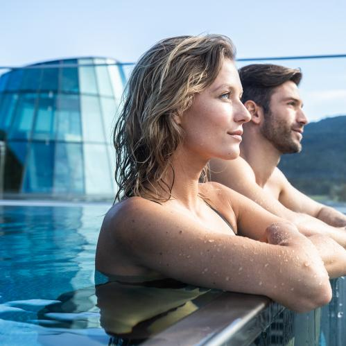 Glass panorama pool in the Hotel SPA Gletscherblick | © TAUERN SPA Zell am See - Kaprun