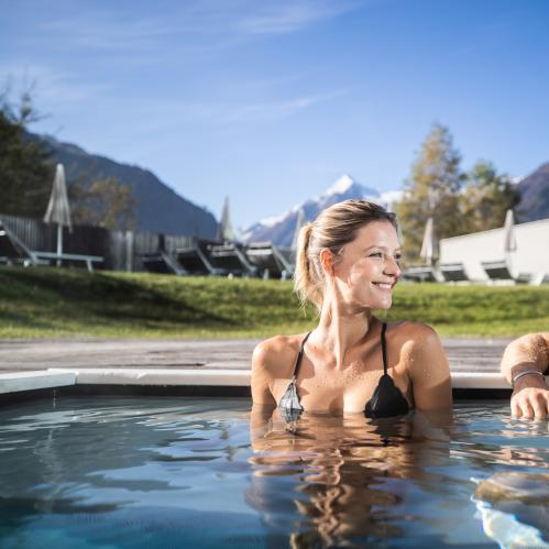 Sauna pool in the outdoor area of the SPA sauna world | © TAUERN SPA Zell am See - Kaprun