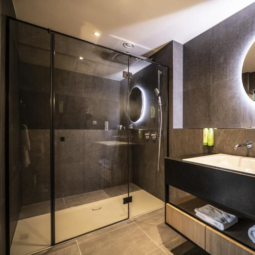 Bathroom in the junior suite nature in the TAUERN SPA | © TAUERN SPA Zell am See - Kaprun