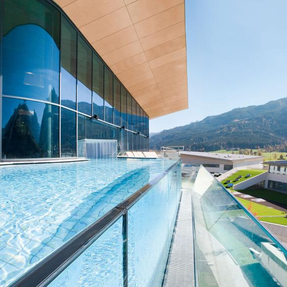 skyline pool infinity pool tauern spa